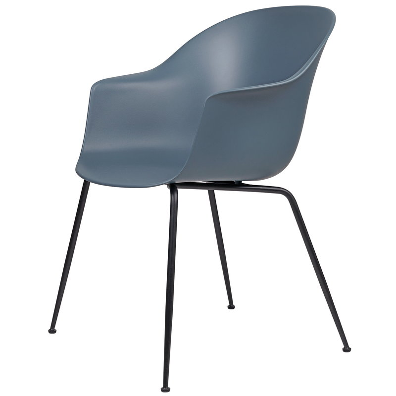 Gubi Bat tuoli, smoke blue - mustat jalat