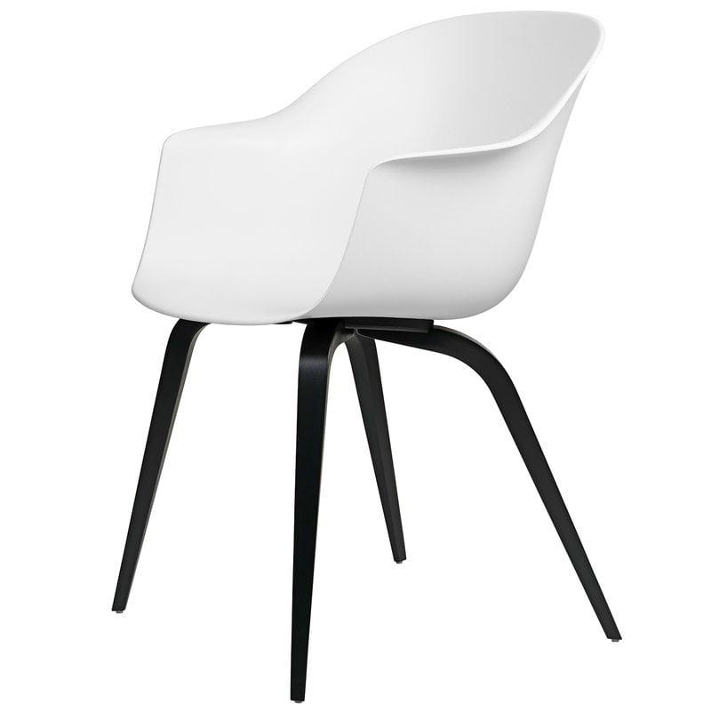 Gubi Bat tuoli, pure white - mustat pyökkijalat