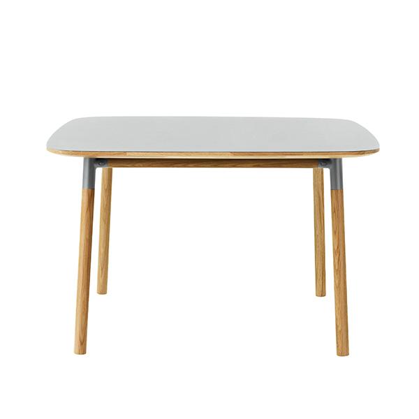 Normann Copenhagen Form pöytä 120 x 120 cm, harmaa-tammi