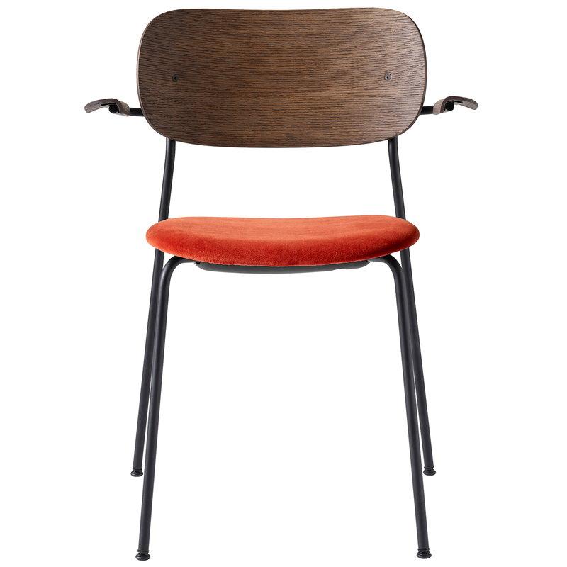 Menu Co tuoli käsinojilla, petsattu tammi - oranssinpunainen sametti