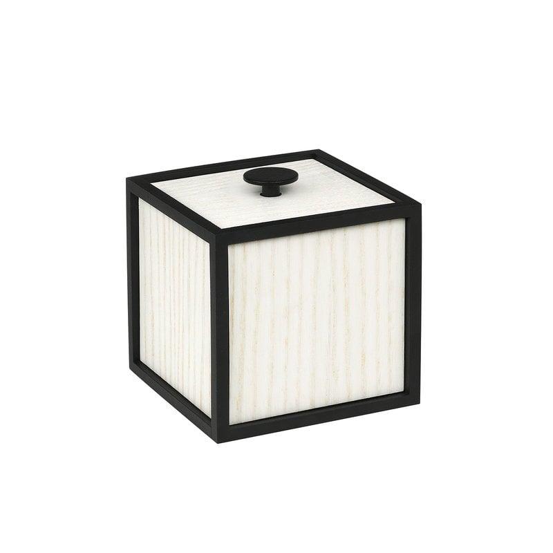 By Lassen Frame 10 laatikko, valkoiseksi petsattu saarni