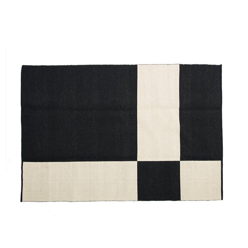 Johanna gullichsen uranus rug 140 x 200 cm black for Decor 140 rugs