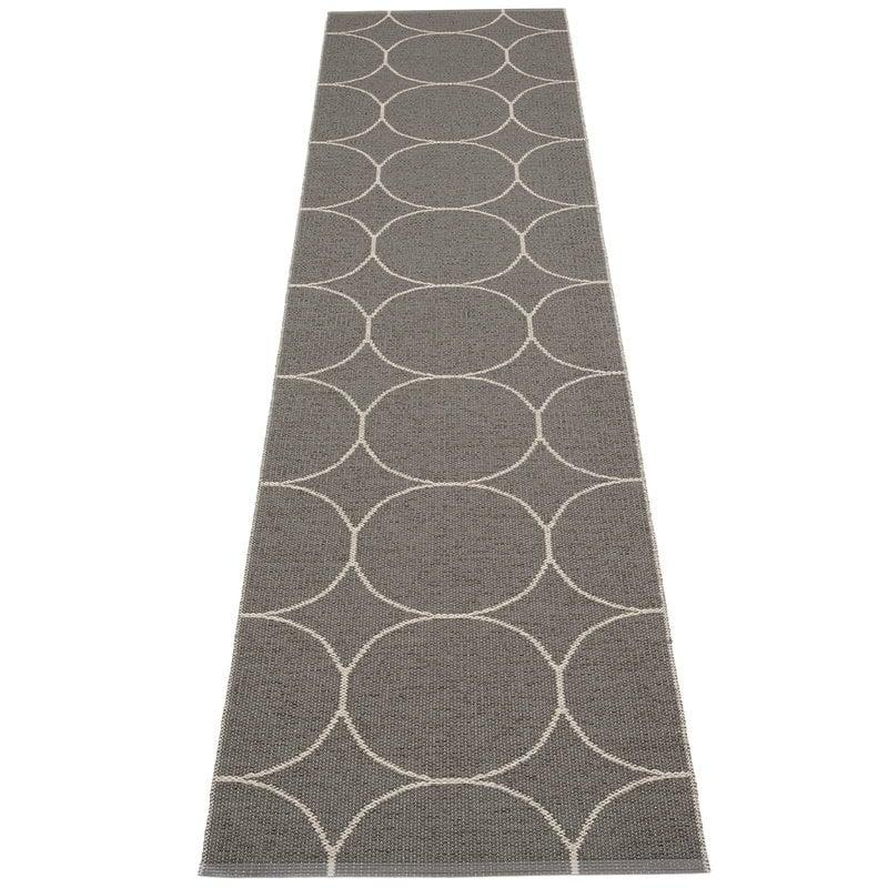 Pappelina Boo matto 70 x 300 cm, hiili - pellava