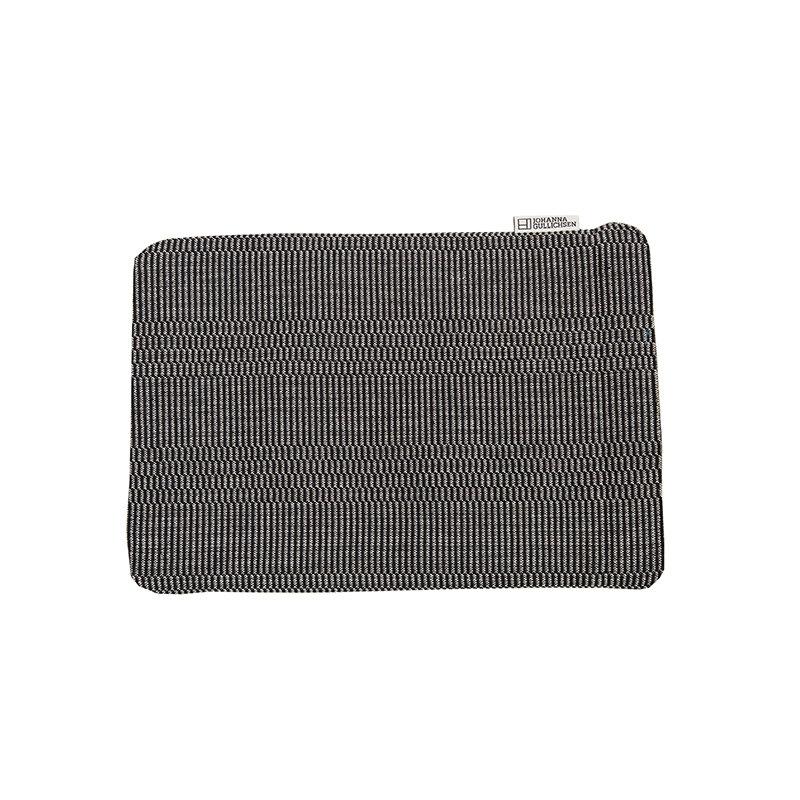 Johanna Gullichsen MacBook 13 suojatasku, Eos, musta
