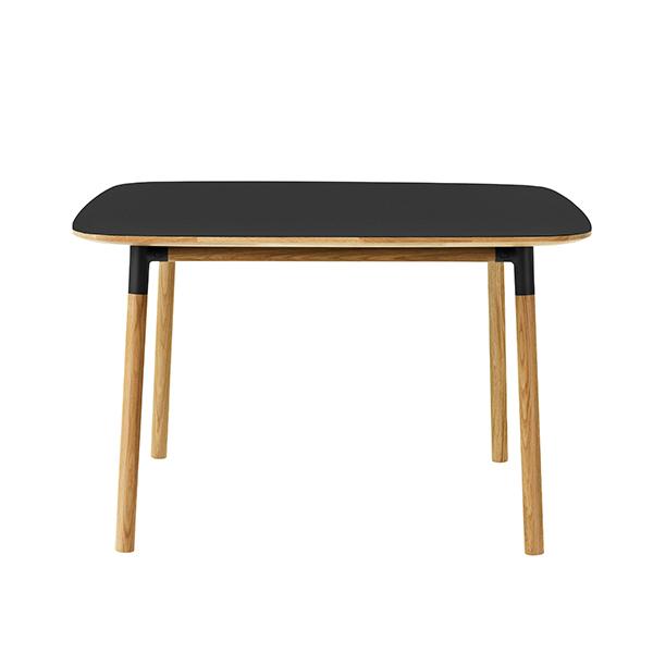 Normann Copenhagen Form pöytä 120 x 120 cm, musta-tammi